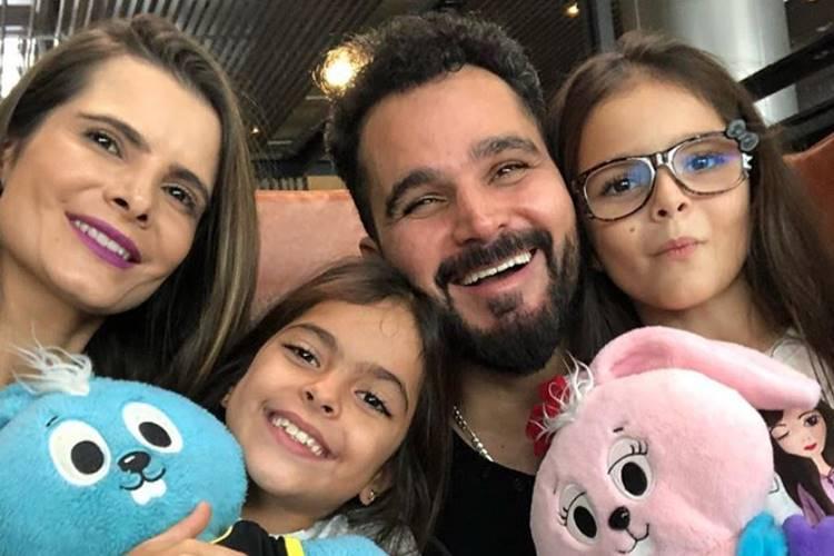 Cantor Luciano Camargo leva família para turnê na Europa