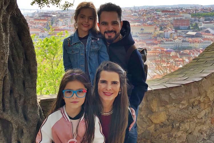 Luciano Camargo curte Lisboa com a esposa e filhas gêmeas – Veja fotos!