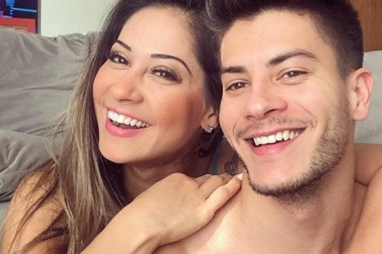Mayra Cardi e Arthur Aguiar celebram cinco meses da filha Sophia
