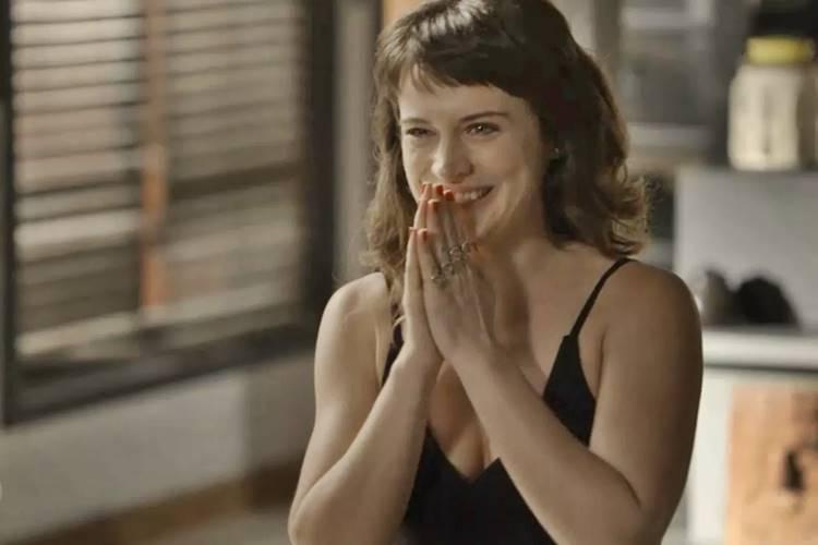 O Outro Lado do Paraíso: Clara fica animada com notícia dada por Patrick