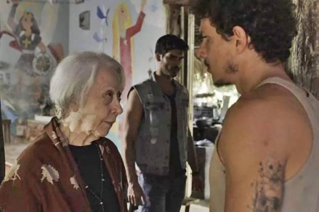 O Outro Lado do Paraiso - Zé Victor ameaça Mercedes, Xodó e Cleo (Reprodução/TV Globo)