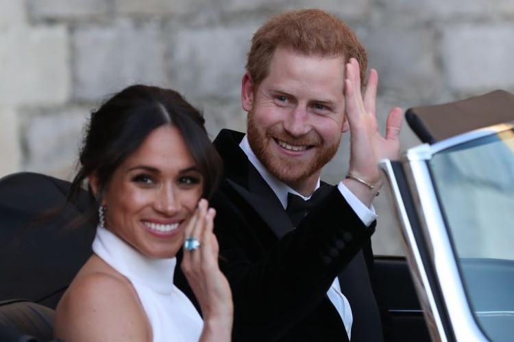 Príncipe Harry e Meghan Markle são duramente criticados após postarem mensagem da rainha