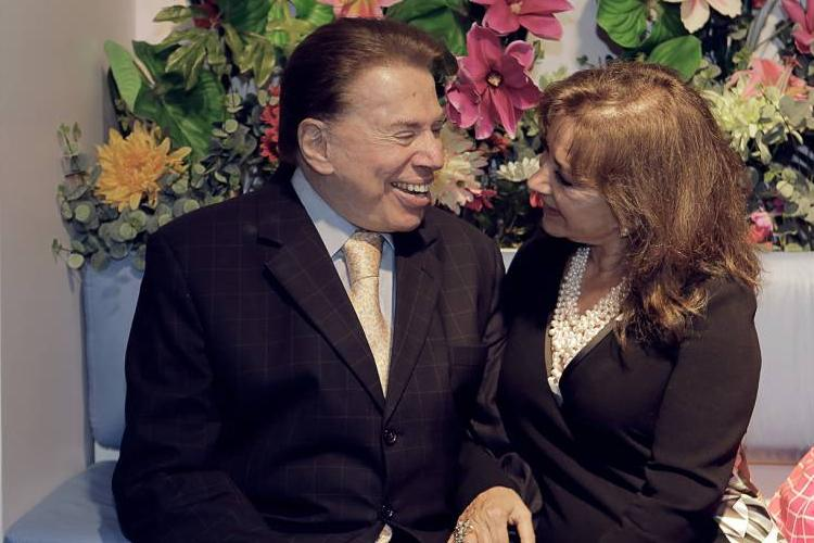 Silvio Santos troca beijos com Íris Abravanel em seu programa – Veja a foto!