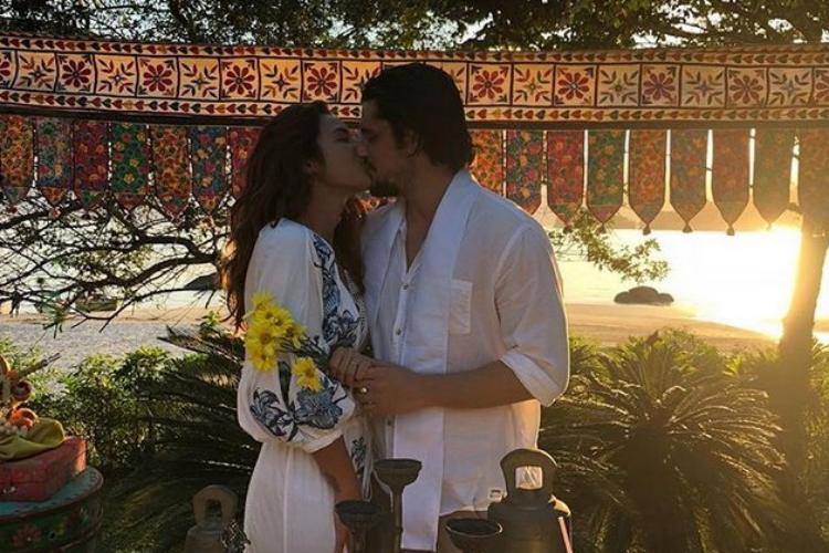 Bruno Gissoni e Yanna Lavigne reatam e se casam no Rio de Janeiro