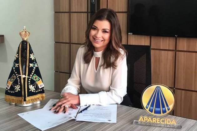 Amanda Françozo assina com a TV Aparecida (Divulgação/TV Aparecida)