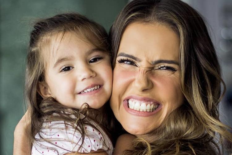 Deborah Secco planeja novo projeto envolvendo a filha