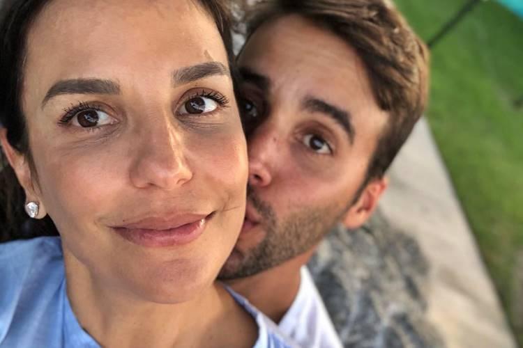 """Aniversariante do dia, Ivete Sangalo é homenageada pelo marido na web: """"Te amo para sempre"""""""