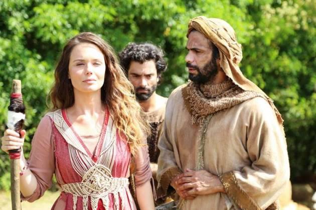 Lia - Raquel (Munir Chatack / Record TV)