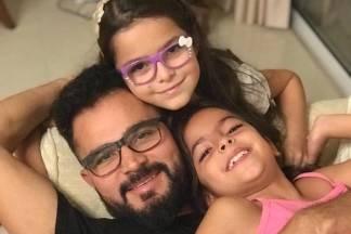 Luciano Camargo com as filhas/Instagram