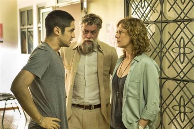 Onde Nascem os Fortes - Hermano conversa com Cássia sobre a cirurgia de Maria ( Globo/Estevam Avellar)