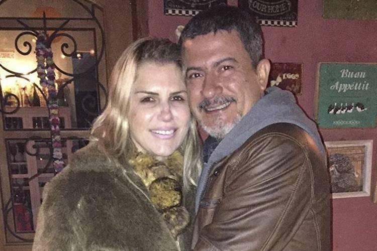 Após separação, ex-mulher de Tom Veiga, o Louro José, cobre tatuagem