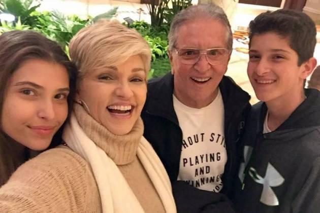 Andréa Nóbrega e Carlos Alberto Nóbrega com os filhos - Reprodução/Instagram