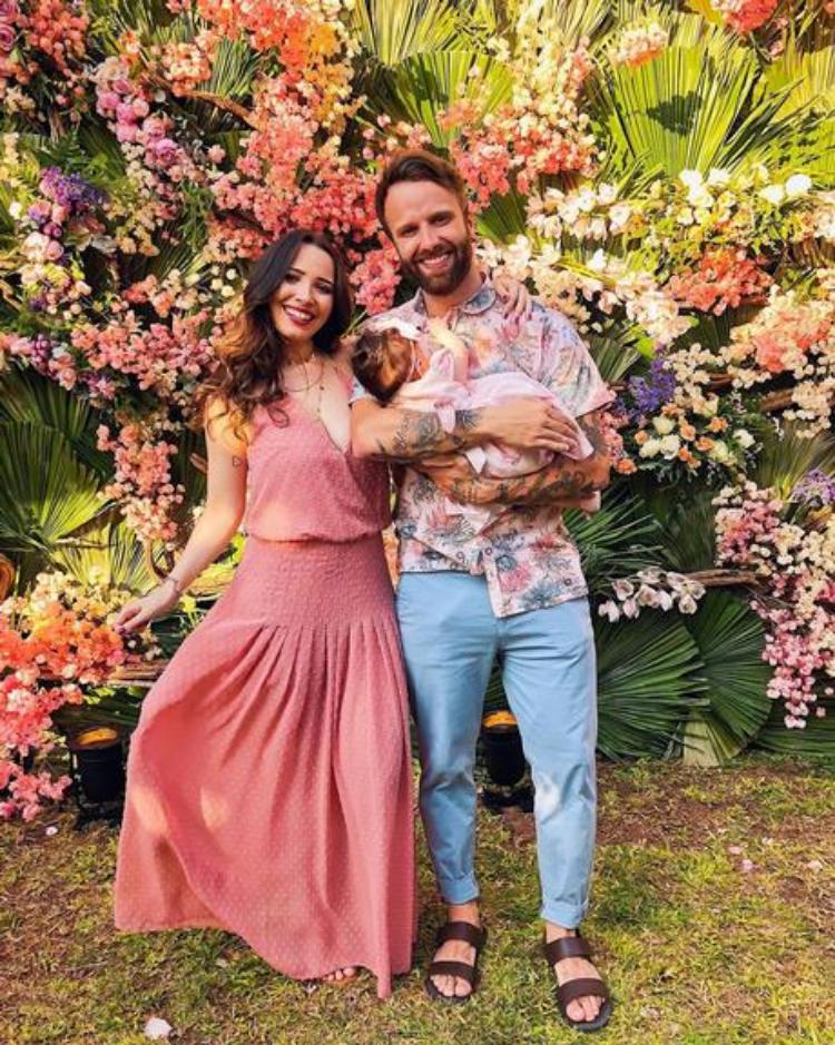 Taciele Alcolea com o marido e a filha/Instagram