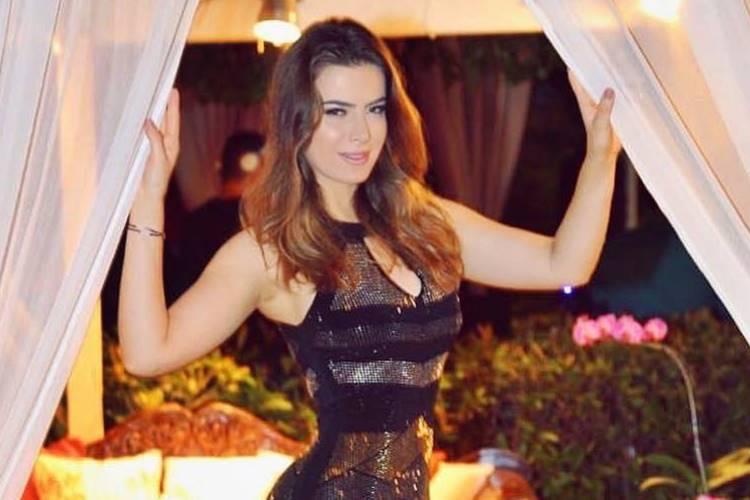 bf8ea8300 Com look arrasador, Rayanne Morais mostra detalhes de sua festa de 30 anos  – Confira!