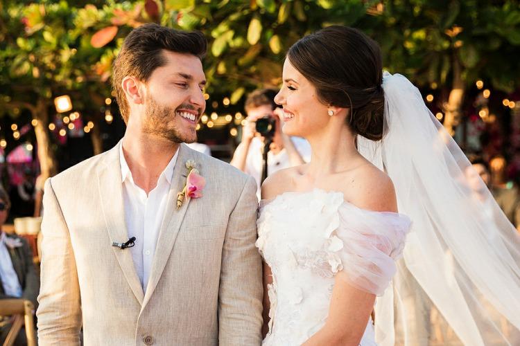 Saiba o preço da joia usada por Camila Queiroz em seu casamento