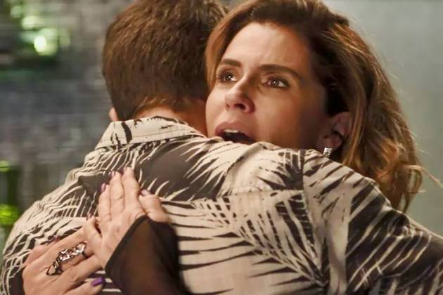 Segundo Sol - Luzia e Ícaro se abraçam (Reprodução/TV Globo)