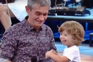 Serginho Groisman com o filho (Reprodução/TV Globo)