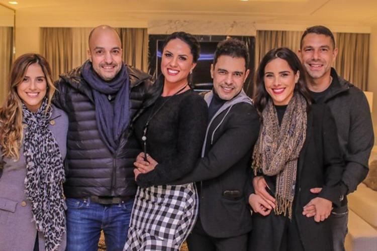 Zezé Di Camargo ao lado da noiva, das filhas e dos Genros / Instagram