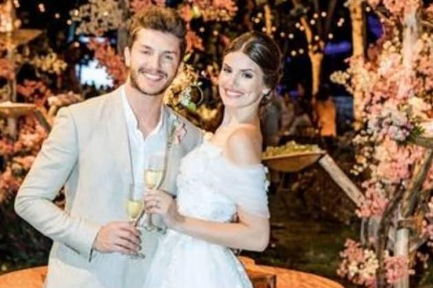 Camila Queiroz e Klebber Toledo/Instagram