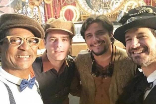 Maurício Destri ao lado de outros atores - Reprodução/Instagram