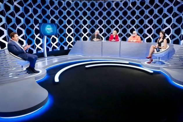 Ratinho sendo entrevistado (Gabriel Cardoso/SBT)