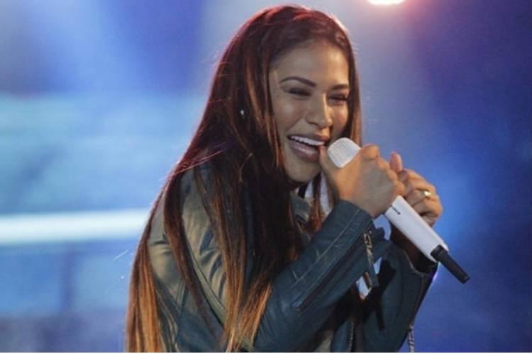 Aos prantos, Simone se despede dos palcos por conta da doença de Simaria – Assista!