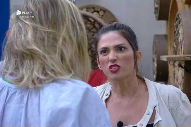 A Fazenda 10: Ana Paula Renault briga com Nadja e afirma: 'Vai sair porque é louca e neurótica'