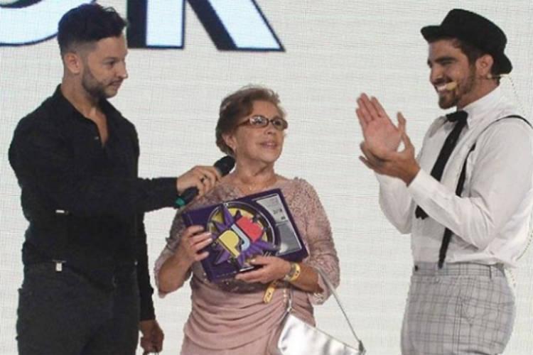 Dona Isaura recebeu o prêmio de Melhor Ator pelo neto/Instagram