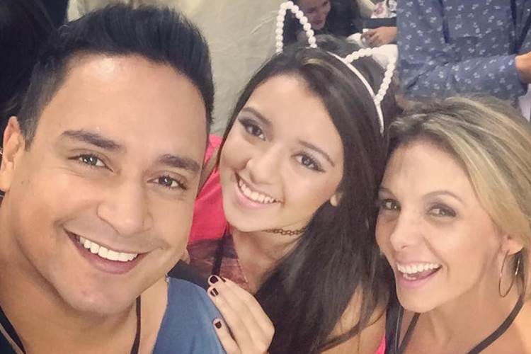 Camilly Victória, filha de Xanddy e Carla Perez, celebra 1 ano de namoro