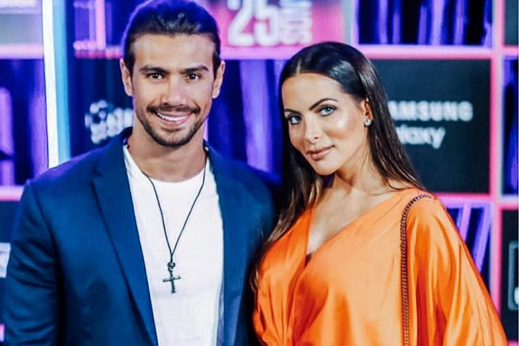 Carla Prata se muda para casa do cantor Mariano sem o filho