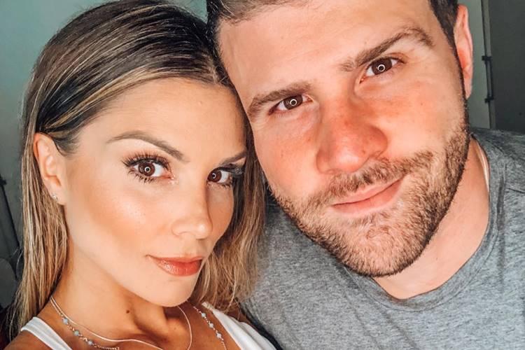 Flávia Viana e Marcelo ié ié comemoram 1 ano juntos e trocam declarações