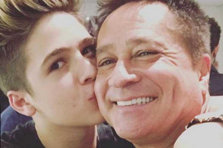 João Guilherme, filho do cantor Leonardo, zoa o pai e se diverte: 'Fez meu ano'