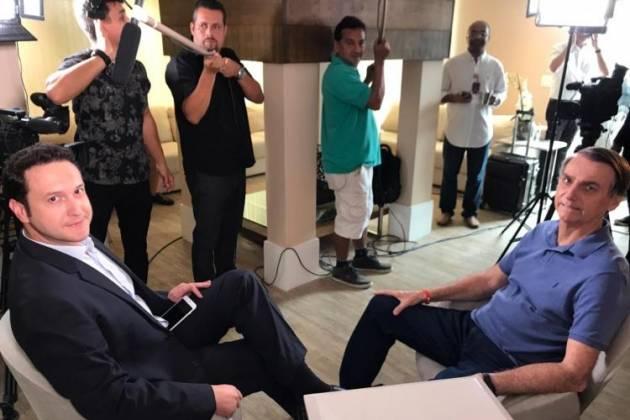 Jornalista da Record TV e Jair Bosonaro - Reprodução/Record TV