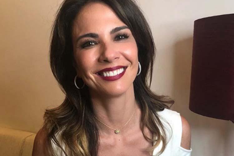 'Aceitar o outro e a nós mesmo não é fácil', reflete Luciana Gimenez