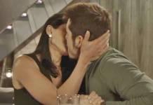O Tempo Não Para - Waleska e Samuca se beijam (Reprodução/TV Globo)