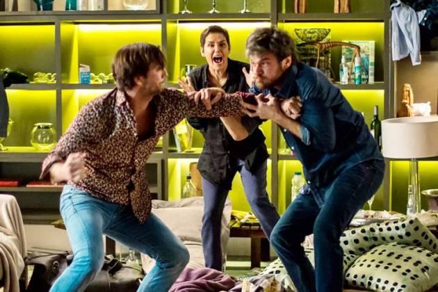 Segundo Sol - Karola se desespera com briga de Remy e Beto (Fabiano Battaglin/Gshow)