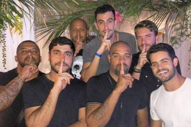 Thiago Magalhães ao lado de Adriano Imperador e amigos - Reprodução/Instagram
