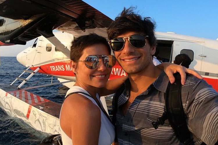 Com click romântico, Deborah Secco parabeniza o marido Hugo Moura