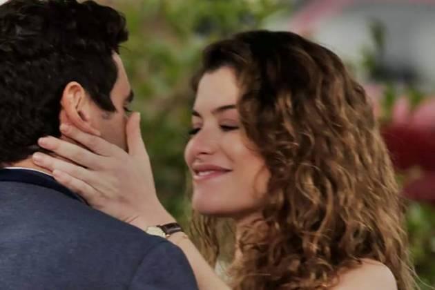 Espelho da Vida - Isabel beija Marcelo (Reprodução/Felipe Nahon/Gshow)