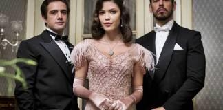 Espelho da Vida - Julia entre Danilo e Gustavo (Globo/Victor Pollak)