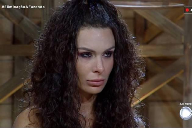 Fernanda Lacerda na fazenda (Foto: reprodução/RecordTV)