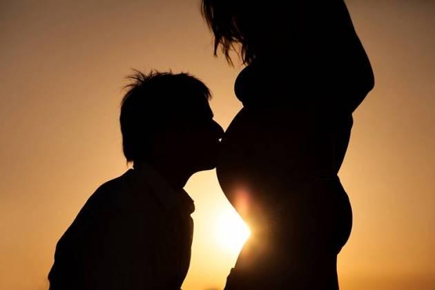 Ilustração - Silhueta casal grávido