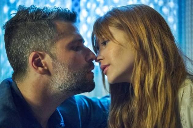 O Setimo Guardião - Gabriel e Luz se beijam (Globo/Estevam Avellar)