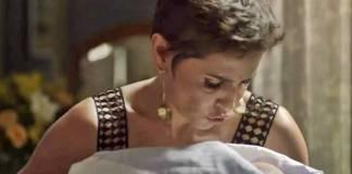 Segundo Sol - Karola segura filho de Rosa (Reprodução/TV Globo)