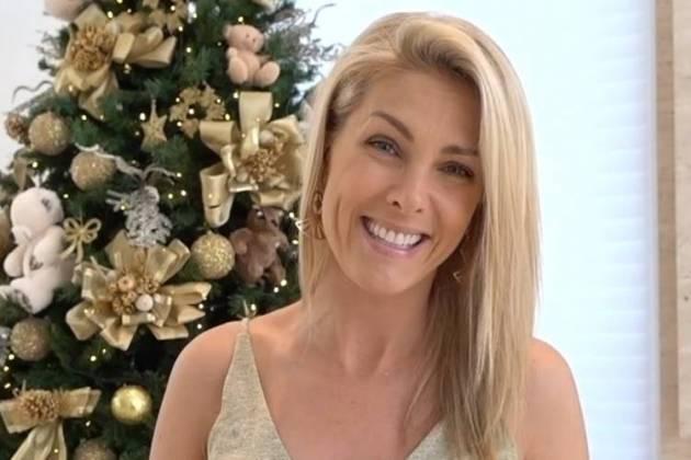 Ana Hickmann mostra a decoração de Natal em sua mansão  confira ... baf3287fc6