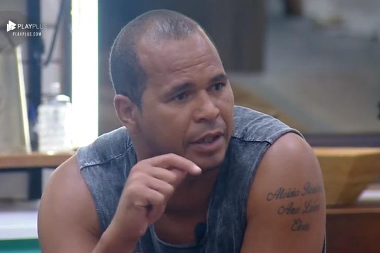 Em meio a confusão generalizada, Aloísio Chulapa acusa RecordTV de armar brigas em 'A Fazenda'