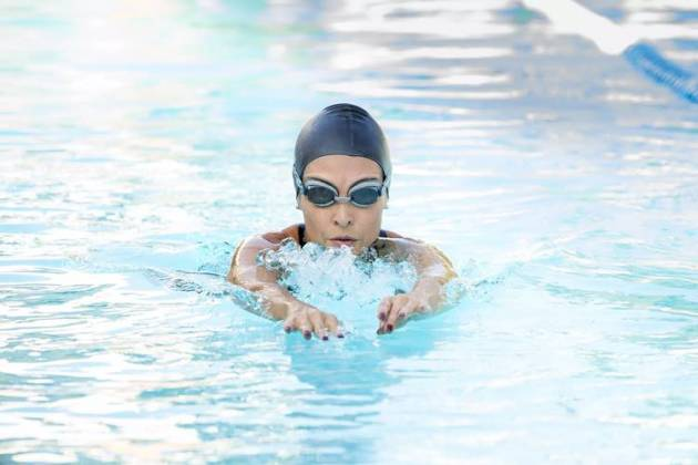 Fatima Bernardes nadando (Fábio Rocha/Globo)