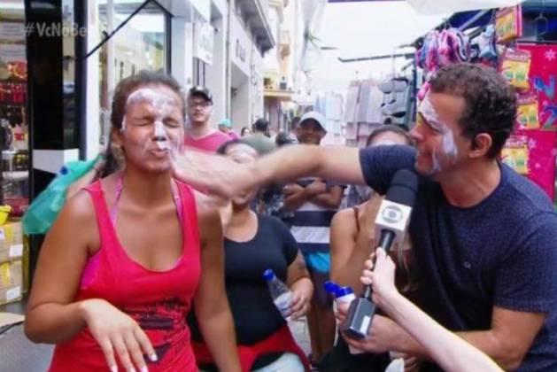 Fernando Rocha enfiando a mão na cara de entrevistada - Reprodução/TV Globo