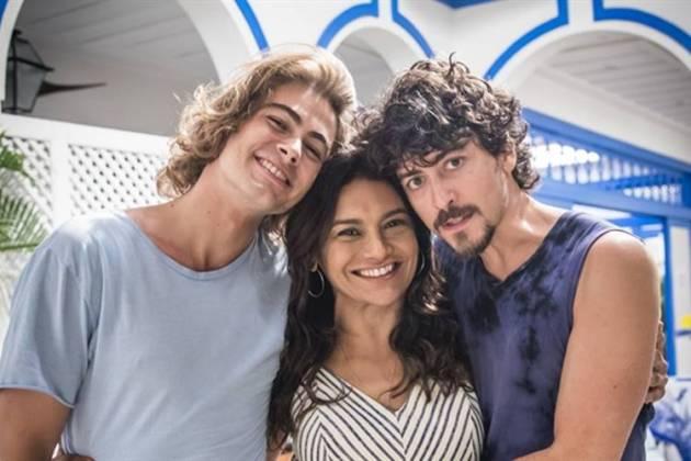 Verão 90 - Janaína com os filhos, João e Jerônimo (Globo/João Miguel Júnior)