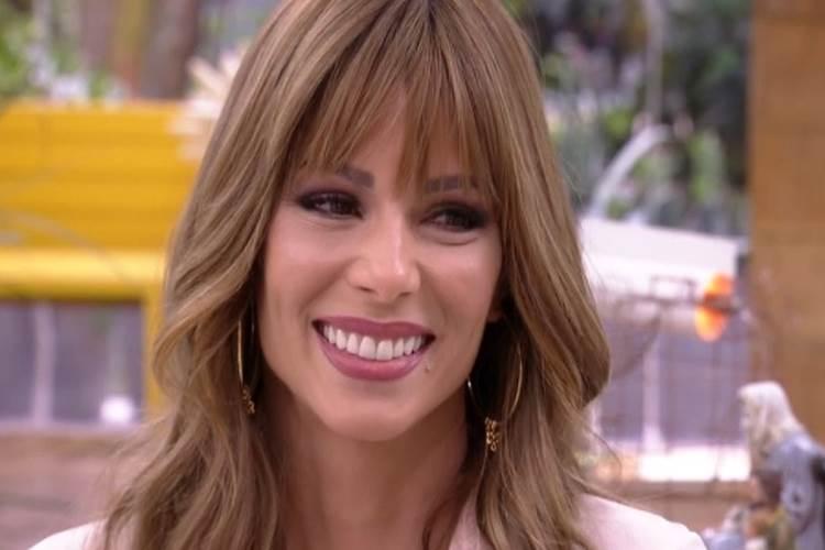 Ana Furtado ganha presente em sua estreia no 'Mais Você'